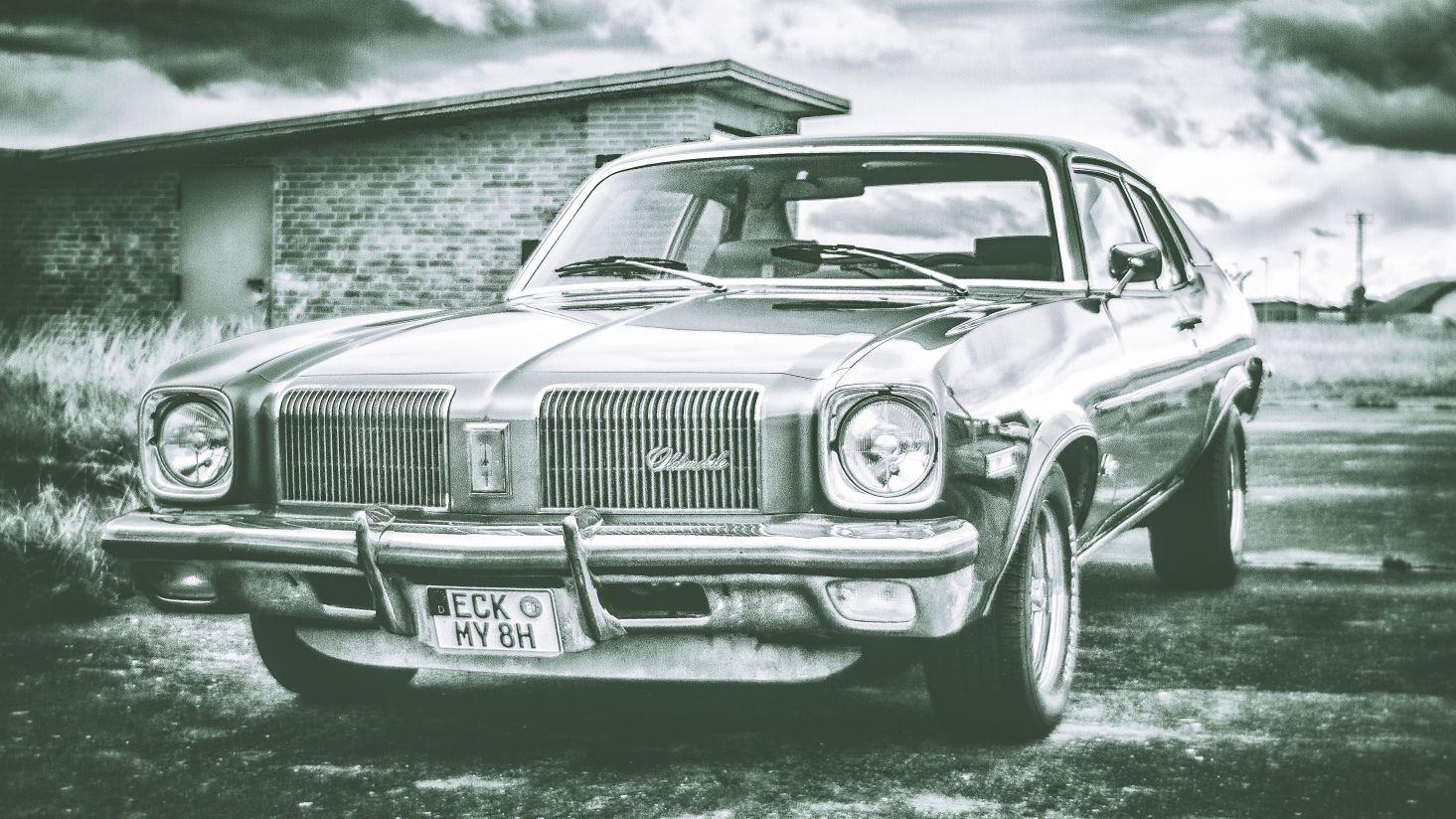 Oldsmobile_Omega_001_gruen_weiss